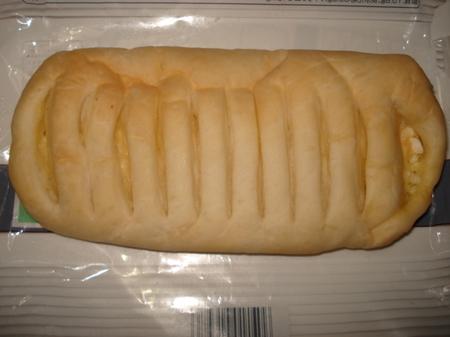 familymart-mocchipan-tamago-cheese2.jpg