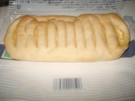 familymart-mocchipan-tamago-cheese4.jpg