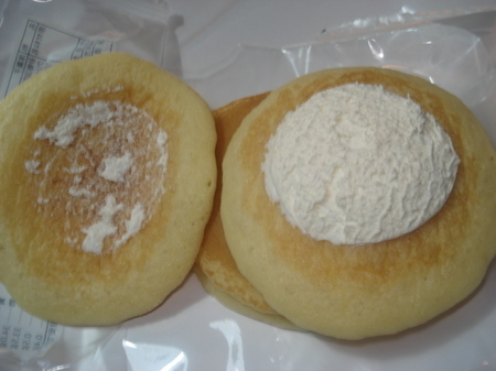 seveneleven-mocchiri-creamcheese-pancake04.jpg